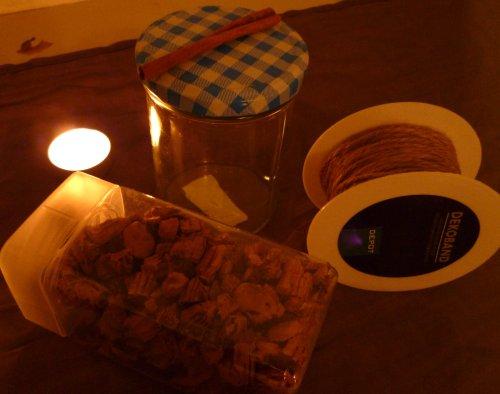 Meine Materialien: Deko-Kordel, Einweckglas, Kork,  Zimtstange und nettes Kerzchen